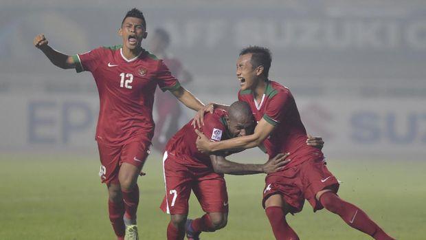 Hansamu Yama Pranata (kanan) sudah memperkuat Timnas Indonesia di level senior sejak 2016.