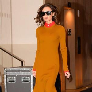Trend Alert: Sepatu Model Unik yang Tengah Jadi Favorit Victoria Beckham