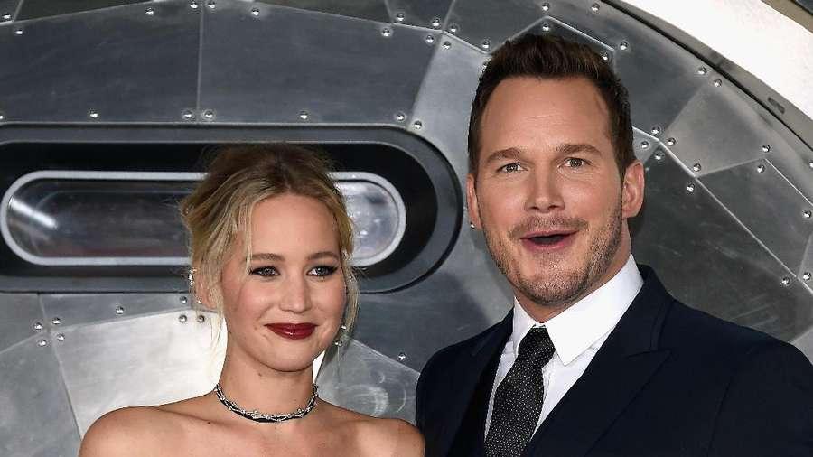 Anggunnya Jennifer Lawrence dengan Gaun Putih