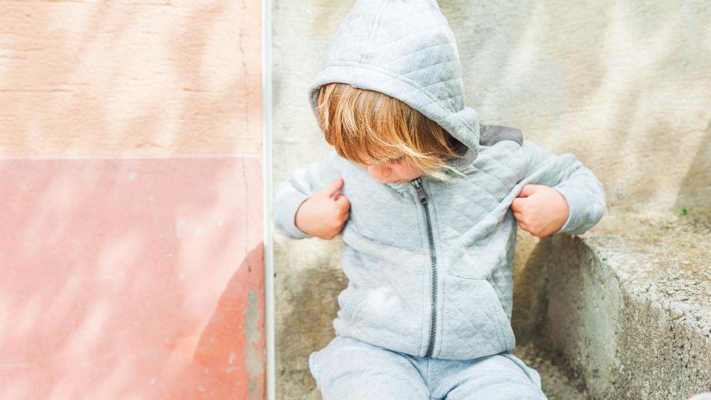 Saat Anak Lekat dengan Jaketnya, Sampai-sampai Tak Mau Jaketnya Dicuci