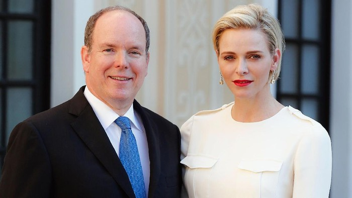 MONTE-CARLO, MONACO - JUNE 17:  (EDITORS NOTE: This image has been retouched at original source) (TABLOIDS & ONLINE OUT) Prince Albert II of Monaco and Princess Charlene of Monaco attend the Monaco Palace cocktail party of the 55th Monte Carlo TV festival  on June 17, 2015 in Monte-Carlo, Monaco.  (Photo by PLS Pool/Getty Images)