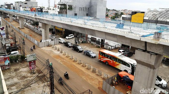 Pengerjaan proyek Mass Rapid Transit (MRT) ditargetkan rampung pada 2018 mendatang. Ini penampakan terkini proyek MRT di Jalan Fatmawati, Jakarta Selatan, Kamis (15/12/2016).