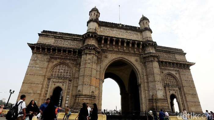 India tak hanya identik dengan Taj Mahal. Ada Gateway of India, monumen raksasa yang jadi pintu masuk negeri rempah tersebut.