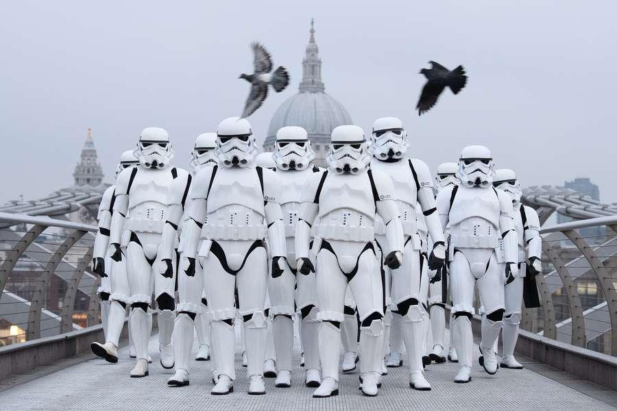 Awas, Stormtroopers Serang London