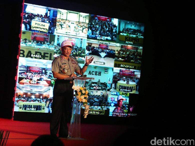 Kapolri Jenderal Tito Karnavian saat meluncurkan 3 aplikasi online (Foto: Ari Saputra)
