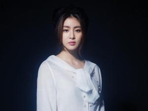 Foto: Pesona Kang Sora, Aktris Korea Kekasih Baru Hyun Bin