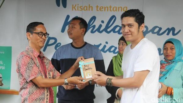 Desain Sampul Bergambar Panda, Bernard Batubara Rilis Novel Elegi Rinaldo