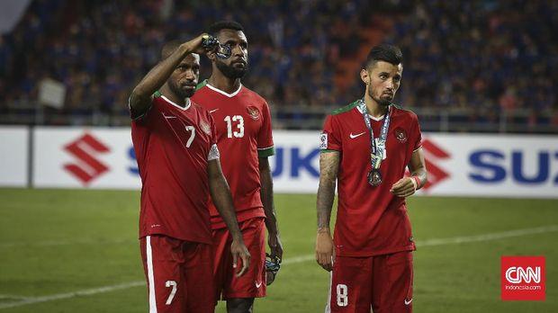 Boaz Solossa (kiri) kembali membela Timnas Indonesia dalam laga uji coba lawan Mauritius. (