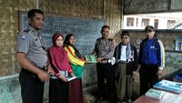 Memprihatinkan, Bangunan Sekolah Ini Berdinding Anyaman Bambu di Cianjur