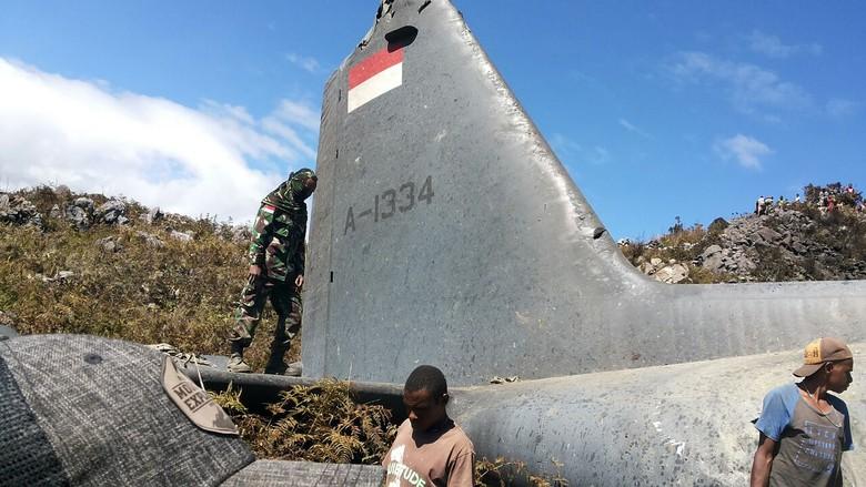 Jatuh di Dekat Wamena, Hercules TNI AU Diduga Menabrak Gunung Tugima