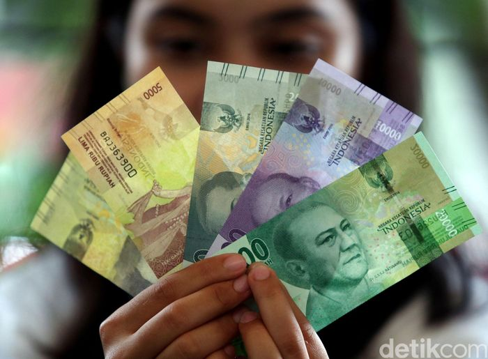 Uang NKRI sempat dituduh mengandung lambang Partai Komunis Indonesia (PKI). Padahal itu sebenarnya lambang BI yang dicetak pakai teknik rectoverso supaya sulit dipalsukan. Rengga Sancaya/detikFoto.