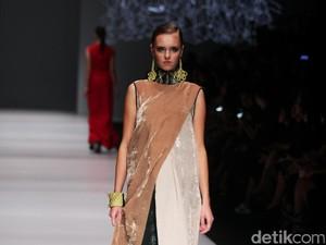 Tren Fashion 2017: Gaya Etnik Bertekstur Kristal Hingga Pop-Art