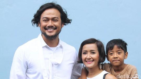 Intip Keluarga Dwi Sasono yang Serba Kembar