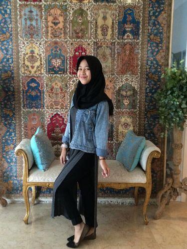 Foto: Gaya Hijab Kasual Si Manis Putri Mendiang Uje, Adiba Khanza Az-Zahra