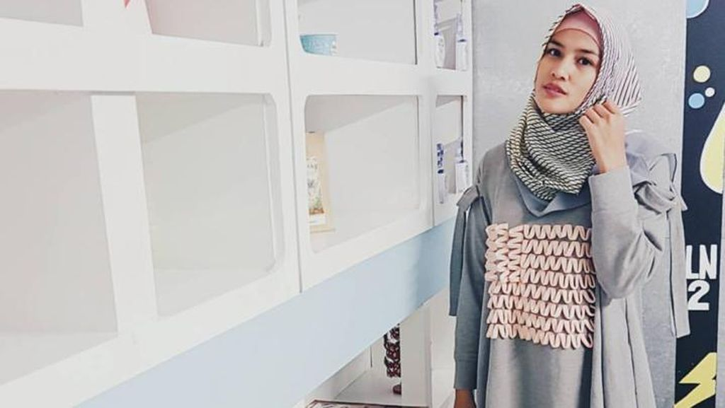 Berhijrah, Ini Cara Ratu Anandita Manfaatkan Baju Lamanya