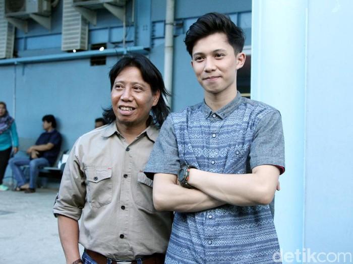 Mastur dan putranya, Ahmad Saiful saat ditemui di Studio Trans TV.