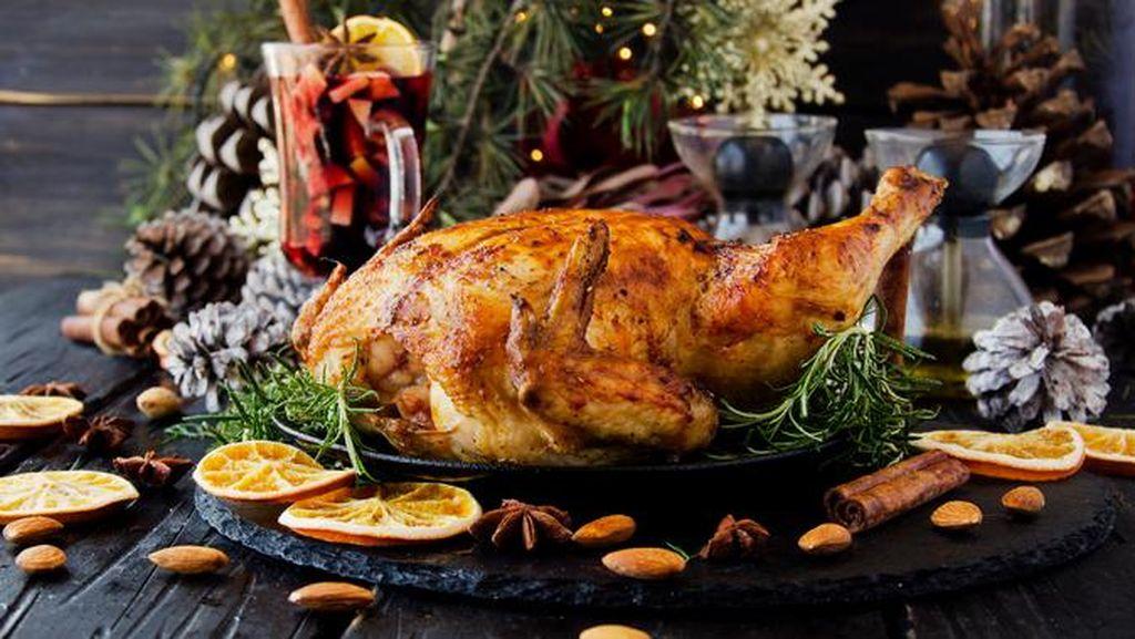 Duh, Mertua Ini Kenakan Biaya Makan Untuk Keluarganya di Hari Natal