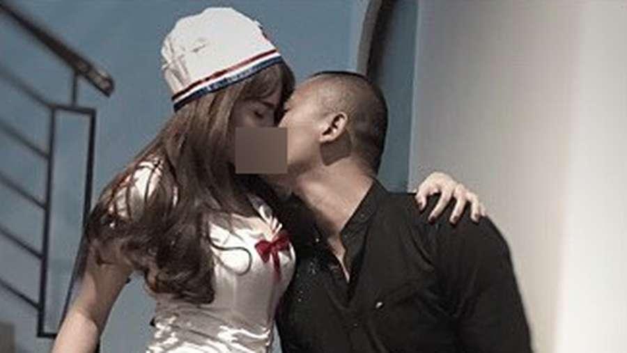 Selain Foto Ciuman, Ini Potret Kemesraan Uus dan Istri di Hari Ultahnya