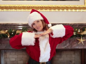 Viral, Video Dubes AS Caroline Kennedy Menari Koi dengan Kostum Santa