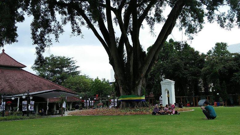 Warga Bandung berdatangan ke Pendopo