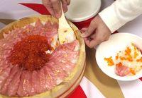 Pencinta Sushi, Ini Sushi Cake yang Dibuat dari Ikan Tuna dengan Taburan Emas