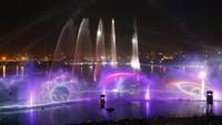 Acara tersebut disebut-sebut sebagai saingan dari pertunjukan air mancur di Vegas dan Singapura. Chris Whiteoak/Getty Images for Dubai Festival City/detikFoto.