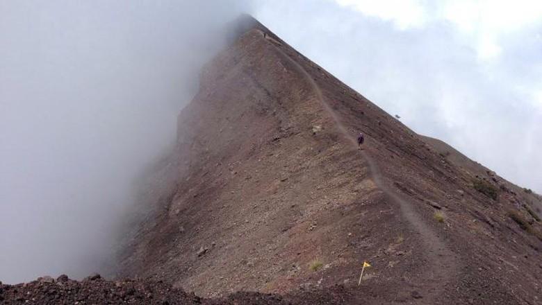 Gunung Agung Status Waspada, Warga Diimbau Jaga Jarak Radius 3 Km