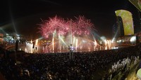 Ribuan orang hadir disana demi menyaksikan pertunjukan multimedia keren. Jason Gareth/Getty Images for Dubai Festival City/detikFoto.