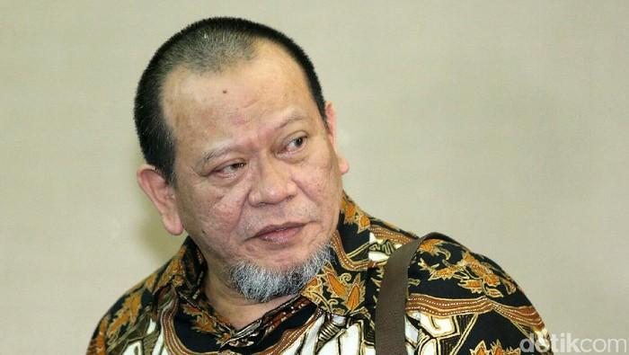 Pengadilan Tipikor Jakarta memvonis bebas mantan Ketua Kadin Jawa Timur La Nyalla Mahmud Mattalitti, Selasa (27/12/2016). Mendengar putusan itu, La Nyalla langsung sujud syukur di ruang sidang.