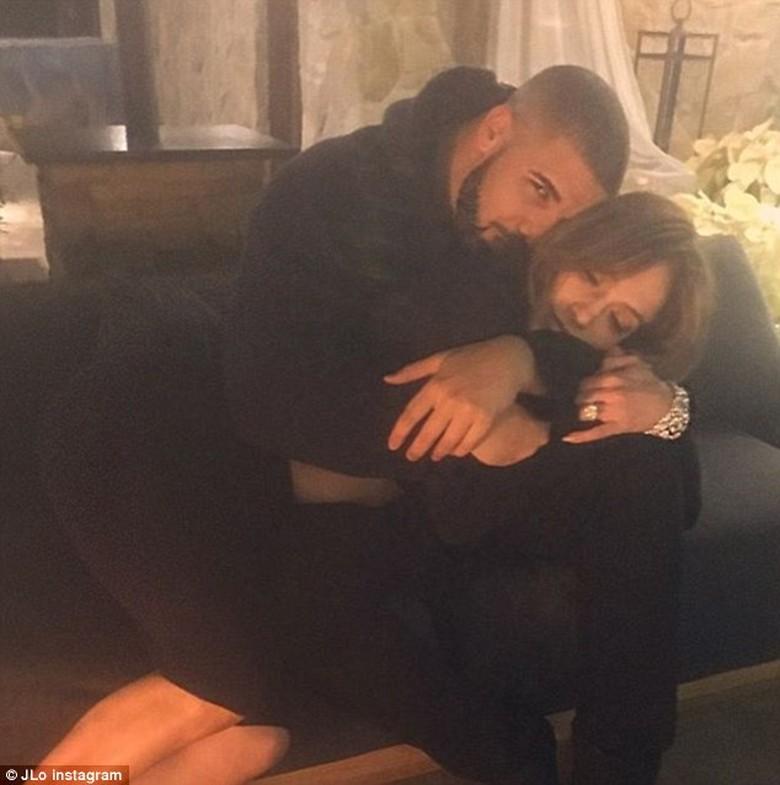 Dekat dengan J.Lo, Drake Kepergok Kencan dengan Bintang Porno