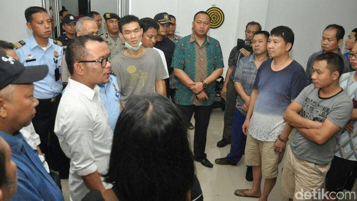 Menaker Hanif Dakhiri sidak TKA China di Bogor. Foto: Istimewa