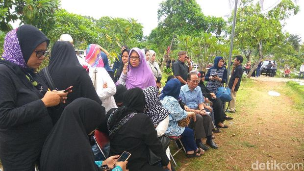 Keluarga Tiba Jelang Pemakaman Ir Dodi dan 2 Anaknya di TPU Tanah Kusir