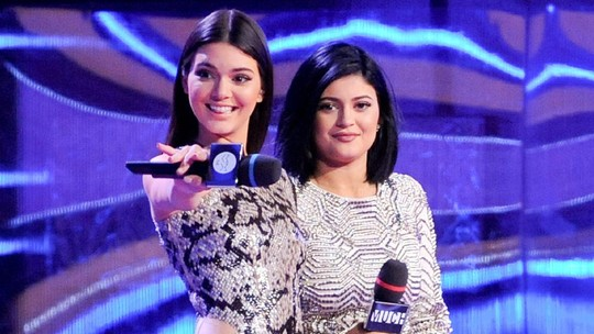 Kendall dan Kylie Jenner Terus Menebar Pesona