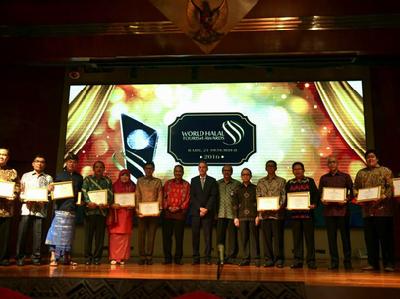 Desember: Indonesia Borong Penghargaan World Halal Tourism Award