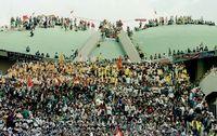 Mahasiswa berhasli menduduki Kompleks Parlemen pada 1998 lalu ketika menuntut Soeharto mundur dari kursi presiden dan reformasi
