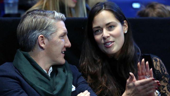 Ana Ivanovic, 30, dan Bastian Schweinsteiger,33, menjadi pasangan sesama atlet yang dianggap sebagai relationship goal. Mantan ratu tenis itu dan bekas pemain Bayern Munich yang menikah pada 12 Juli 2016 itu sedang menunggu kelahiran buah hati.(Pool/Getty Images)