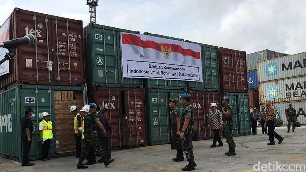 Jokowi Lepas 10 Kontainer Bantuan Indonesia untuk Rohingya