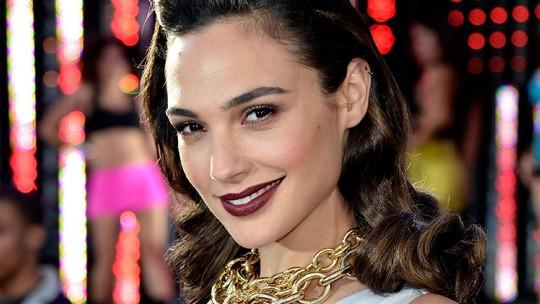 Gal Gadot Si Wonder Woman yang Menawan