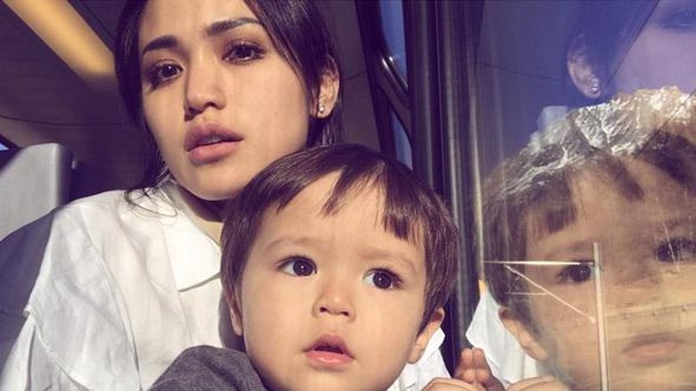 Tingkah Menggemaskan Anak Jessica Iskandar, El Barack, Saat Sarapan/ Foto: Dok. Instagram/inijedar