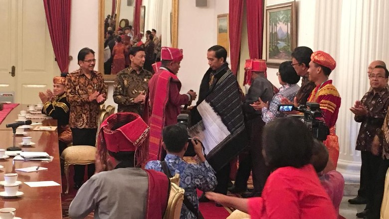 Video Viral Nyanyian Pedagang untuk Jokowi