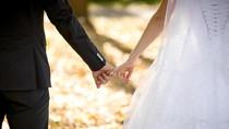 Bertemu di Aplikasi Kencan Online, Menikahnya di Pesawat