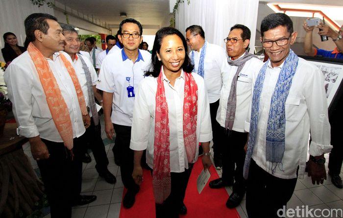 Menteri BUMN Rini Soemarno terus mendukung Program Membina Keluarga Sejahtera (Mekaar) dari PT Permodalan Nasional Madani (Persero).