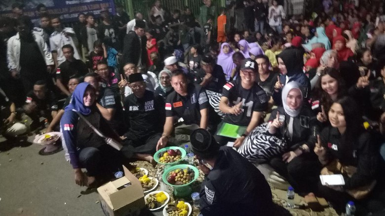 Agus Yudhoyono Nonton Film Tentang Penggusuran Bersama Warga