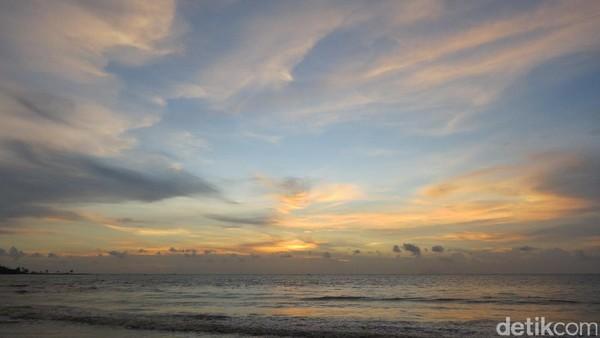 Selain Pantai Pasir Putih Sirih, Pantai Florida di Anyer juga jadi spot favorit untuk melihat sunset. Indah ya (Fitraya/detikTravel)