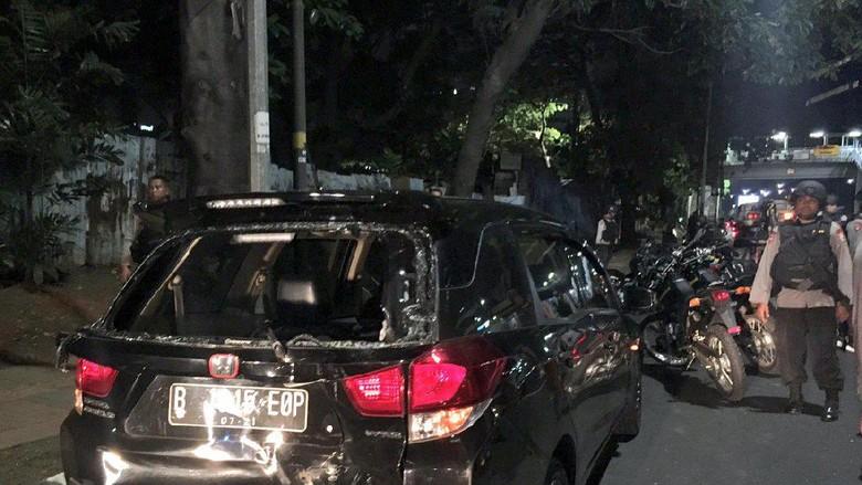 Tabrakan dengan Motor di Kuningan Jaksel, Honda Mobilio Ringsek