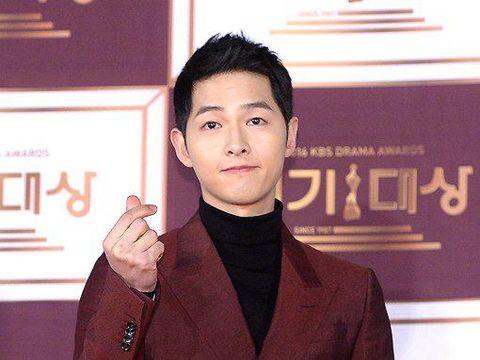 Dibandingkan sejumlah aktor lain di Korea, Song Joong Ki mungkin tergolong yang berbadan agak pendek dan kurus. Imej yang melekat padanya pun adalah flower boy yang imut.