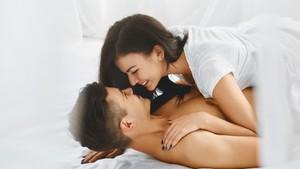 Posisi Seks yang Direkomendasikan Pakar Saat Malam Pertama