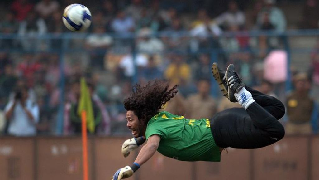 8 Tendangan Kalajengking Paling Keren di Laga Bola