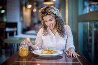 Makan Sendirian di Restoran Kini Makin Disukai Orang di Dunia