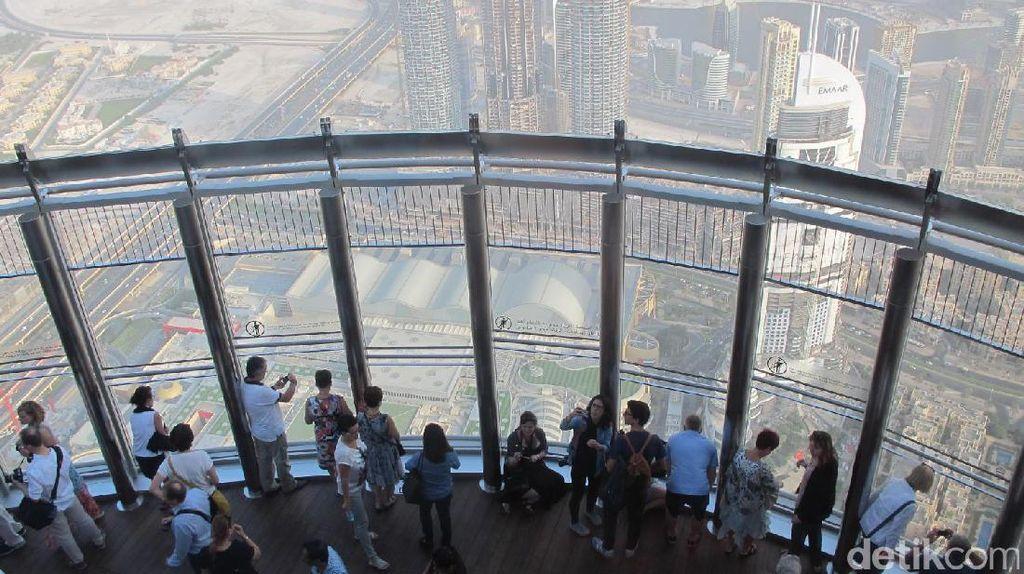Raffi Ahmad di Burj Khalifa: Tinggi Banget!